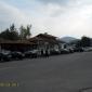 Паркиралите на площада коли