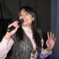Водещата Бидка ... изпълнява песента Ветрове на Лили Иванова