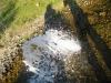 Фонтан от водата от спукани тръби в Студена